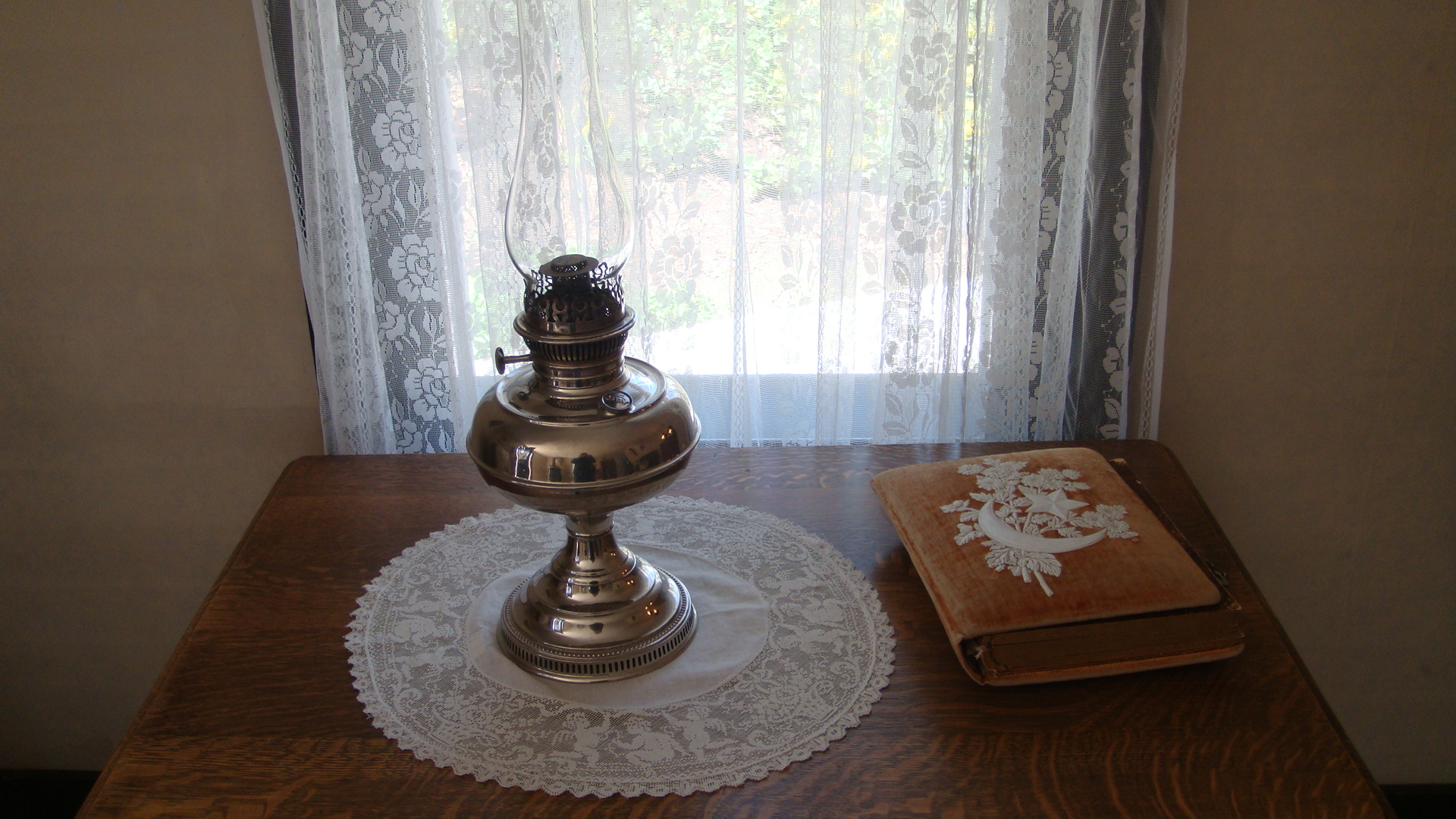 lamp and bible - photo #39